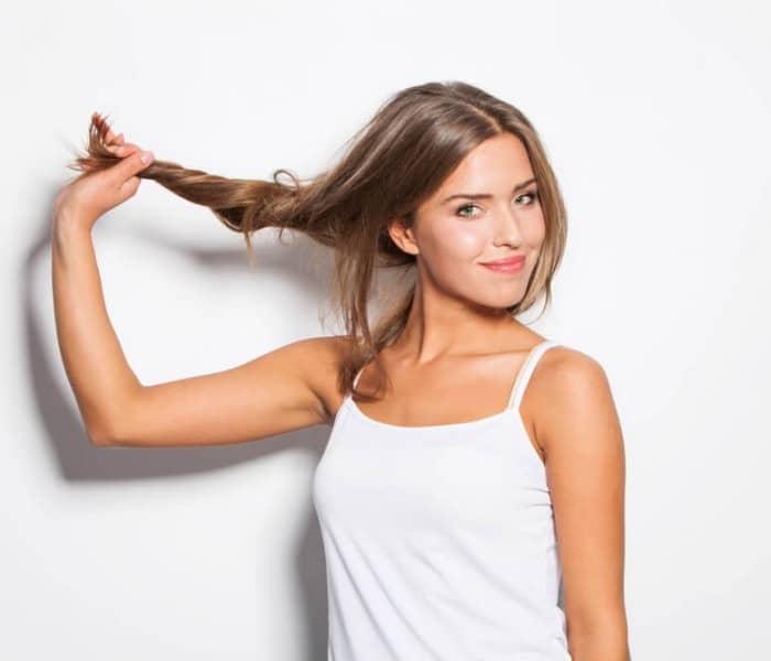 truque-faceis-veja-como-alisar-cabelo-em-casa.jpeg