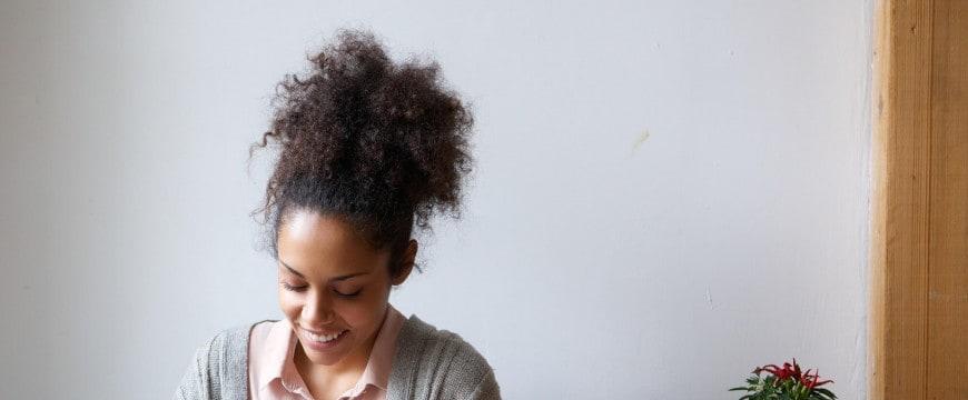 conheca-aqui-6-lindos-penteados-para-cabelos-cacheados.jpeg