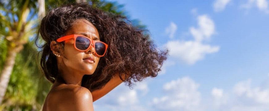 cabelo-cacheado-na-praia-como-curtir-suas-ferias-sem-medo.jpeg