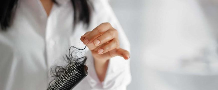 265655-qual-a-diferenca-entre-quebra-e-queda-de-cabelo-entenda